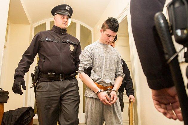 Osmnáctiletý Bulhar, který v pondělí 3. dubna večer na ubytovně v Plzni ubodal svého devětatřicetiletého krajana, už je ve vazbě. Ve čtvrtek krátce po poledni o tom rozhodl Okresní soud Plzeň-město.