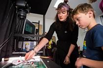 Od 18. do 21. listopadu se v Plzni uskuteční další ročník festivalu animovaného filmu Animánie. V soutěžní sekci je letos na 150 snímků ze 34 zemí světa. Kromě projekcí jsou připraveny workshopy a animátorské polepšovny pro zkušené i začínající animátory.