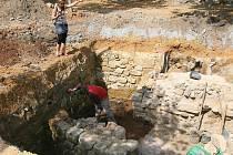 Na konci června skončí v prostoru U Zvonu archeologický průzkum, který objevil 231 hrobů