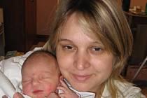 Emmička Lassasová z Plzně (2,99 kg/46 cm), která se narodila 16. dubna v 6.28 hod. ve FN v Plzni, je nejen prvorozenou dcerou rodičů Kateřiny a Luboše, ale rovněž prvním vnoučetem prarodičů z obou stran