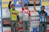 Žák Daniel  Lukeš  z Author Teamu Stupno  (uprostřed) si  už v dresu vedoucího jezdce užívá  triumf   v  zahajovacím  podniku   Českého  poháru  v Pardubicích.