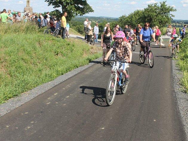 Otevření nové cyklostezky mezi Starým Smolivcem a Dožicemi