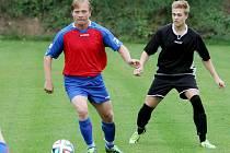 Fotbalista Bukovce Jaromír Šimr (vlevo)
