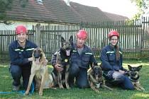 Na snímku zleva Michal Buriánek se Shrekem, Jiří Šamonil s Dráčkem a Kimem a Lucie Vokounová se psem Amorem