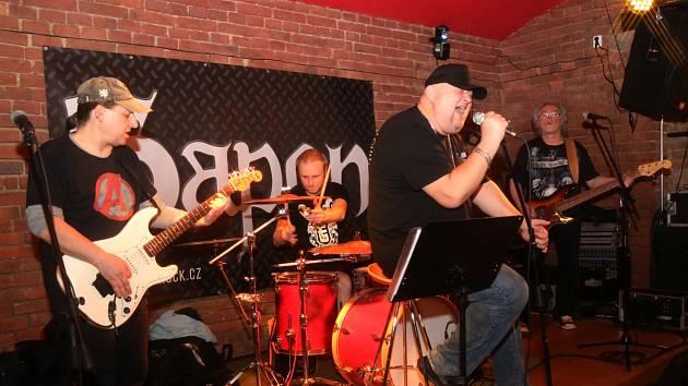 Kapela Sapon pokřtila album v plzeňském Vinyl clubu.