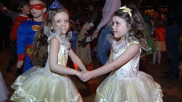 Na maškarním plese v KD Inwest se sešlo nejvíce princezen.
