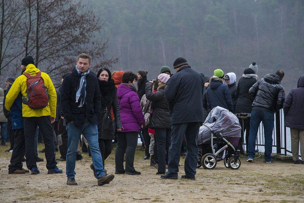 Novoroční koupání otužilců na Boleváku.