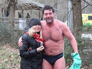 Plzeňští otužilci na závodu Českého poháru v zimním plavání