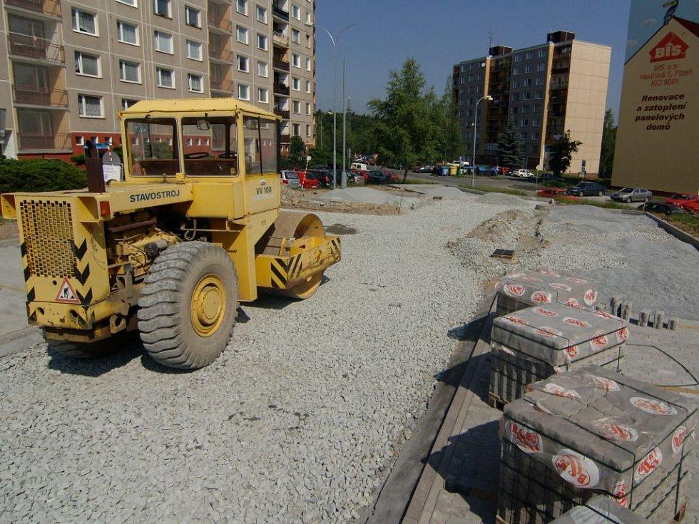 Plzeňské komunikace  předělávají na Košutce parkoviště. Projekt má stát 1, 5 milionu korun, dokončení je naplánováno na začátek srpna