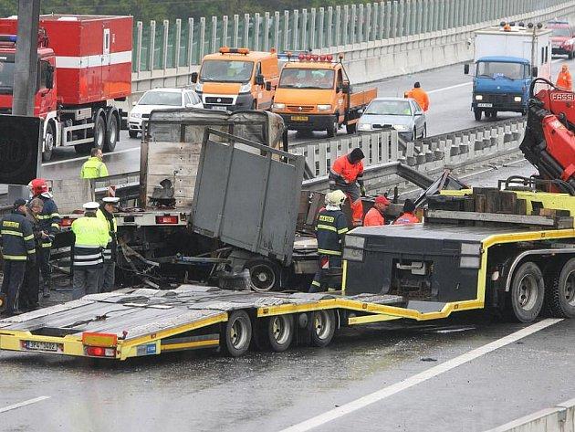 2. května 2011 - Havárie kamionu, na jehož návěsu začaly hořet a vybuchovat tlakové lahve