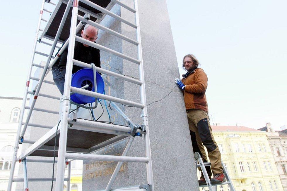 Pomník během pátku zrentgenovali odborníci v čele s restaurátorem Karolem Bayerem.