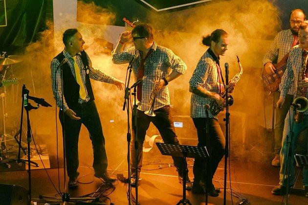 Vplzeňském klubu Buena Vista pokřtila kapela Třískáč oposlední listopadové sobotě nové album.
