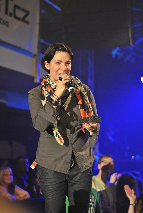 V pátek byly vyhlášeny výsledky hudební ankety Žebřík za účasti mnoha hudebníků. Večerem provázel Tomáš Hanák a Klára Vytisková