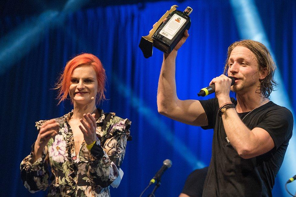 Tomáš Klus obhájil své loňské prvenství v kategorii zpěvák.