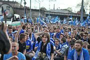 Fanoušci klubu Sigma Olomouc prošli z nádraží k Doosan areně bez  problému. Cestou je doprovázela policie