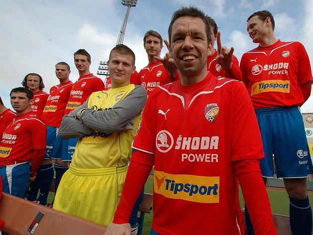 Před jarní částí první Gambrinus ligy proběhlo na stadionu ve Štruncových sadech oficiální focení hráčů FC Viktorie Plzeň pro potřeby klubu a médií. O dobrou náladu se staral jako obvykle svými vtipnými hláškami kapitán Pavel Horváth
