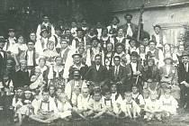 Ochotnický spolek Kollár. Snímek je z roku 1910.