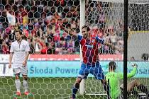 Zdvižený prst  Jana Kovaříka znamená jediné – záložník Viktorie Plzeň se raduje poté, co v nedělním ligovém utkání překonal brněnského brankáře Melichárka a přispěl tak k výhře 4:1.