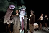 Marek Adamczyk se ve hře Amerika představí v hlavní roli Karla Rossmanna