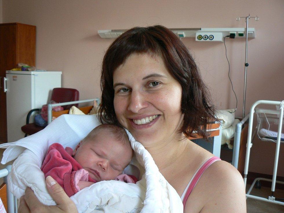 Ke tříleté Elišce přibyla Michaele a Václavu Cajthamlovým ze Stupna druhá holčička Anežka (3,34 kg, 51 cm). Narodila se ve FN vPlzni 3. května v10:57 hodin