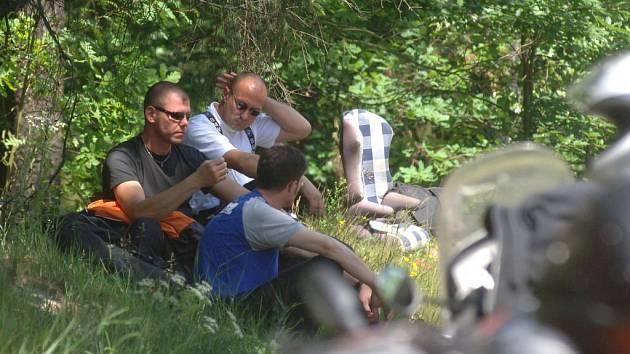 Parta čtyř německých motorkářů už domů nedojede v plném počtu.  Jeden z jejich kolegů přišel o život na frekventované silnici z Plzně na Třemošnou. Mladý muž zahynul při neopatrném předjíždění