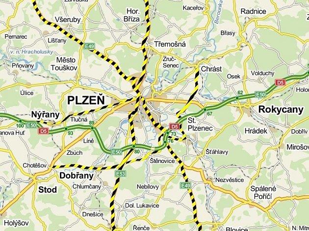 Mapa Plzeňska se zvýrezněním silnic, kde se v roce 2012 bouralo nejčastěji