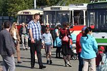 Na trolejbusové oslavy dorazily tisíce příznivců městské hromadné dopravy. Na výročí 80 let provozu a 85 let výroby trolejbusů v Plzni si zájemci mohli v areálu Depa 2015 prohlédnout mnoho historických i soudobých vozů a s některými se i projet.
