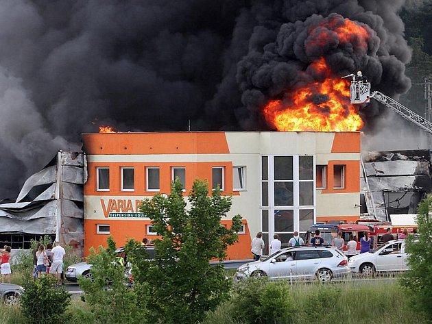 Požár ve firmě Varia Plus v Plzni-Liticích