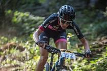 Talent z Města Touškova. Reprezentantka Adéla Holubová se chystá na další sezonu v závodech horských kol.