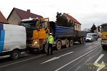U křižovatky ulic Lidická a Studentská ve směru na Třemošnou došlo k dopravní nehodě čtyř vozidel.