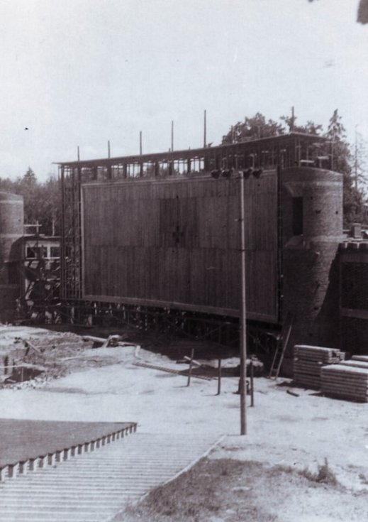 Z výstavby lochotínského amfiteátru