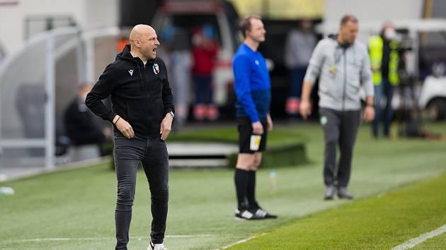 Trenér Adrian Guľa během zápasu s Příbramí.