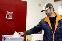 V nových volbách hlasovalo 67 ze 106 zapsaných voličů z Kopidla. Jedním z nich byl Pavel Vopat (na snímku).