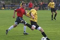 V 5. kole fotbalového Puma krajského přeboru podlehl Rapid Plzeň Městu Touškovu (ve žlutém) těsně 0:1.