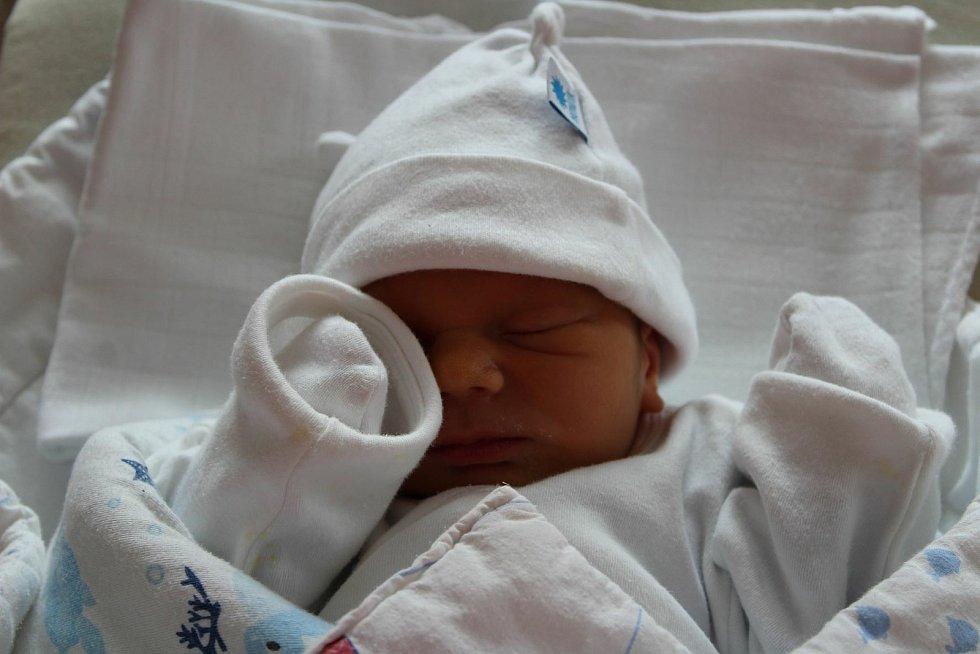 Robert Večerka z Plzně se narodil 11. července ve 2:55 (2700 g, 46 cm). Rodiče Hedvika a Robert věděli dopředu, že jejich první miminko bude kluk.