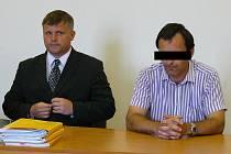 Muž, který utopil svou manželku (vpravo)
