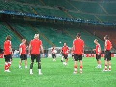 Fotbalisté Viktorie Plzeň si v úterý večer vyzkoušeli trávník na stadionu San Siro