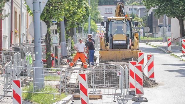 Výměna plynového potrubí komplikuje dopravu s Sokolské ulici