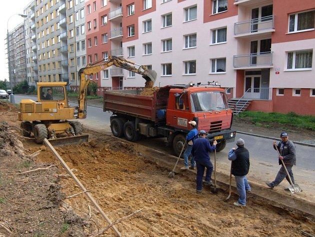 V Tachovské ulici vyrůstá parkoviště s 84 novými místy. Motoristé využíjí nová parkovací místa na přelomu srpna a září