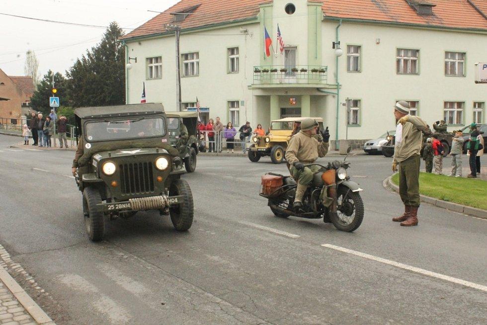 Oslavy? Džípy i kapitulace Němců.