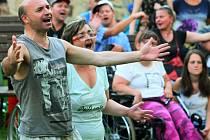 Festival Na konci léta si v sobotu užili v Proluce klienti a příznivci sdružení Ty a Já pro hendikepované.