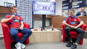 Jan Kopic (vlevo) a Lukáš Pour známý pod přezdívkou T9Laky