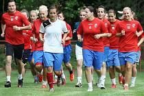 Fotbalistky FC Viktoria Plzeň na tréninku na hřišti v Plzni-Liticích vedl trenér Karel Rada