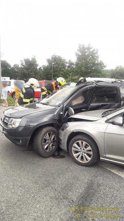 Na ulici Plaská ve směru jízdy na Třemošnou došlo na úrovni vlakové zastávky Plzeň Bolevec  k dopravni nehodě.