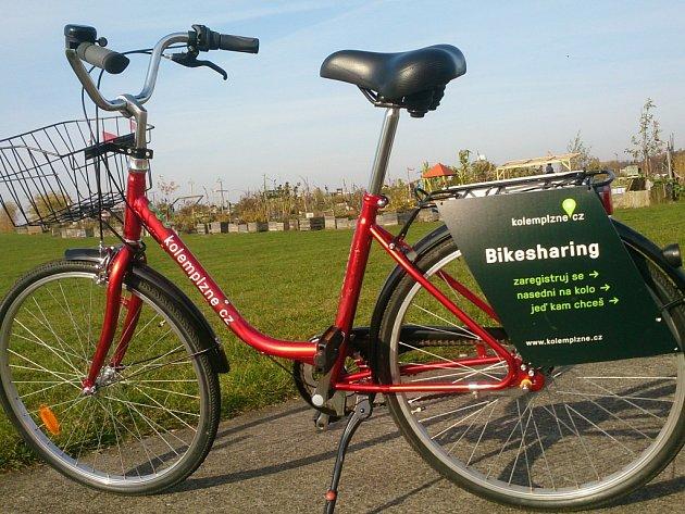 Od příštího týdne bude v ulicích Plzně k dispozici 44 jízdních kol. Další budou postupně přidávány