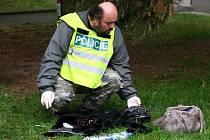 Policisté v Plzni-Lobzích vyšetřují napadení ženy. Agresor ji polil kyselinou.