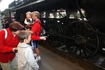 Při příležitosti Dne železnic vyjela v sobotu z plzeňského hlavního nádraží historická parní lokomotiva, tzv. Šlechtična. Při jejím odpoledním návratu si ji pak prohlédlo nemálo zájemců.