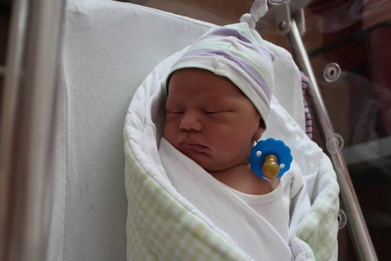 Dominik Šmíd z Plzně přišel na svět ve FN Lochotín 12. září 2021 ve 20:53 hodin. Jeho porodní váha činila 3760 gramů, měřil 52 cm. Maminka Markéta a tatínek Karel věděli dopředu, že jejich první dítě bude chlapeček.