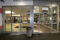 Zloději se vloupali do klenotnictví v obchodním centru na Rokycanské.