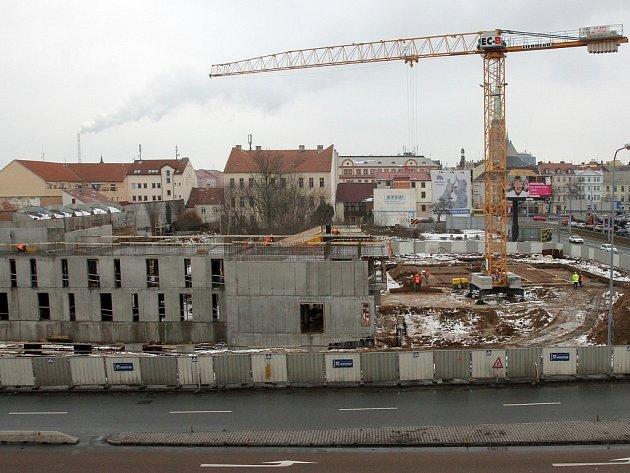 Jak se bude jmenovat? Nová divadelní budova v Jízdecké ulici má být hotova do příštího léta, na podzim 2014 se má otevřít